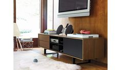 Eames® Wire-Base Table - Design In cadrul Reach