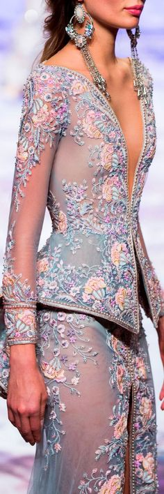 Michael Cinco SS Wow, imagine this in bridal tones. Change to fit your style. Michael Cinco SS Wow, imagine this in bridal tones. Change to fit your style. Couture Details, Fashion Details, Look Fashion, High Fashion, Fashion Show, Fashion Tips, Fashion Design, 2000s Fashion, Fashion Black