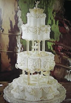 I love this. Maybe the cake maker that lives in the next kingdom over would be able to do this.