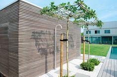 Nos pool houses en bois modernes constituent plus qu'un complément pratique de votre piscine ou jardin. Nous réfléchissons avec vous au concept assurant l'aspect le plus élégant et minimaliste.