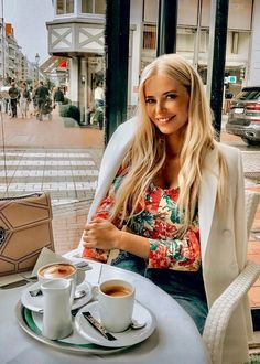 Morning Girl, Workout Tops For Women, Coffee Girl, Womens Workout Outfits, Coffee Break, Morning Coffee, Outdoor Outfit, Active Wear For Women, Latest Fashion For Women
