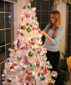 Kitschy white christmas tree - nataliastyle