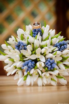 wedding bouquet, bouquet of handmade bridal bouquet, bouquet of polymer clay, white snowdrops and blue muscari