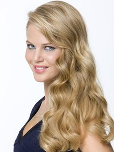 """""""Mix two tablespoons of lemon juice into your shampoo. It gives natural, gorgeous highlights and keeps hair healthy."""