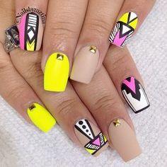 Hermosas uñas estilo Neón | Moda y Belleza