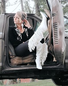 The Sinatra's White Fringe Boots – Baha Ranch Western Wear Country Girls Outfits, Country Girl Style, Country Women, Girl Outfits, Western Chic, Western Wear, Boho Fashion, Autumn Fashion, Girl Fashion