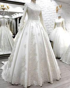 G r nt n n olas i eri i bir veya daha fazla ki i ve d n Muslimah Wedding Dress, Muslim Wedding Dresses, Elegant Wedding Gowns, Wedding Hijab, Lace Bridesmaid Dresses, Bridal Dresses, Bella Wedding Dress, Bella Bridal, Dresses Elegant