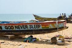 God never sleep - Am Strand von Lomé, Togo