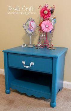 DIY Furniture  : DIY Short Scalloped Nightstand REDO!