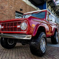 """Our latest 1972 Classic Ford Bronco restoration - Coyote 5.0 engine, Overdrive Transmission, Wilwood Disc Brakes, Vintage Air Conditioning, 2 1/2"""" Suspension lift with 33x1250x15 BF Goodrich tires. #coyote #coyoteswap #wilwood #vintageair #bfgoodrich #classicfordbronco #classicbronco #earlybronco #vintagebronco #earlyfordbroncos #fordbronco #ford #bronco #fordsofinstagram #earlybroncodrivers #fordtruck #fordracing #4x4 #shoplife #broncolife #broncosport #Pensacola #velocityrestorations…"""