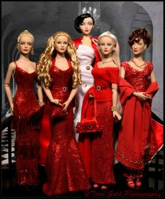 And Terri also gave us this oh so perfect Holiday Red photo in #dollchat ^kv #mustSee