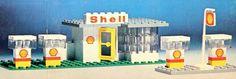 1960s/70s Lego Shell station Legos, Shell Oil Company, Shell Station, Lego Robot, Vintage Lego, Lego Group, Lego Instructions, Legoland, Classic Toys
