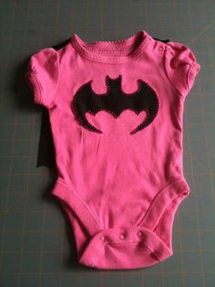 Batmen Onesie - create a line of super hero themed baby items? Batman Baby Clothes, Baby Batman, I Am Batman, Superhero Clothes, My Little Baby, Baby On The Way, My Baby Girl, Little Girls, Cute Babies