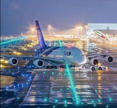 Thai Airways night departure 🌙 Photo By: Unknown Airbus A380, Boeing 777, Airplane Wallpaper, Super Pictures, Thai Airways, Airplane Photography, Food Photography, Commercial Aircraft, Civil Aviation