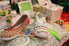 Zapatillas pintadas con rotulador textil. Tendencias creativas en el Salón de las manualidades Bilbao | Decorar en familia | DEF Deco