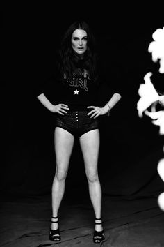 Julianne Moore showing off her great legs