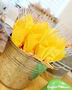 Creative Mommas: Country Themed Baby Shower - Sweet 16 party ideas and foods - Baby Ideas Sunflower Birthday Parties, Sunflower Party, Sunflower Baby Showers, Sunflower Colors, Yellow Birthday, Spring Birthday Party Ideas, Baby Shower Yellow, Baby Yellow, Bright Yellow