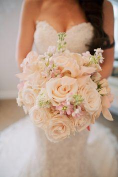 Romantic blush and cream wedding bouquet: Photography: Anna Kim - http://annakimphotography.com/