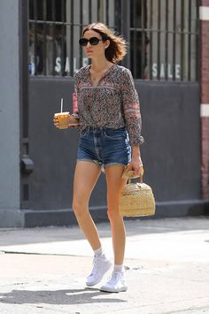Alexa Chung Wears Vintage Levi's Denim Shorts | The Jeans Blog