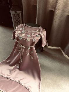 Discover recipes, home ideas, style inspiration and other ideas to try. Caftan Dress, Dress Robes, Dress Outfits, Abaya Fashion, Couture Fashion, Fashion Dresses, Women's Fashion, Old Wedding Dresses, Wedding Hijab