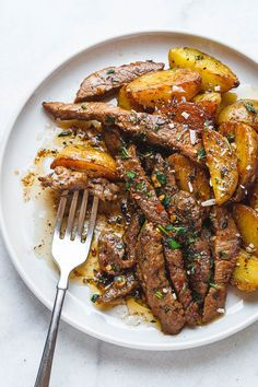 Garlic Butter Steak and Potatoes Skillet - This easy one-pan recipe is SO simple, and SO flavorful. The best steak and potatoes you'll ever have! dinner steak Garlic Butter Steak and Potatoes Skillet Potato Recipes, Beef Recipes, Cooking Recipes, Healthy Recipes, Healthy Food, Frying Steak Recipes, Skillet Recipes, Meat And Potatoes Recipes, Vegan Food