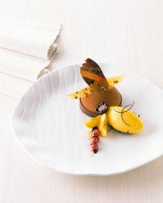 BERND SIEFERT · GRAND PÂTISSIER Desert Recipes, Gourmet Recipes, Dessert Presentation, Michelin Star Food, Modernist Cuisine, Pastry And Bakery, Restaurant Recipes, Plated Desserts, Food Design