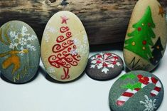 100 creative ideas for stones painted in Christmas mood! Christmas Pebble Art, Christmas Rock, Christmas Crafts, Christmas Decorations, Natural Christmas, Stone Crafts, Rock Crafts, Pebble Painting, Stone Painting