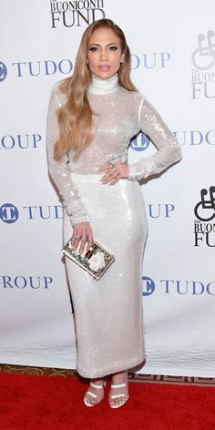Jennifer Lopez along with Alex Rodriguez were in attendance at the Annual Great Sports Legends dinner. The event raise money for the Buoniconti Fund to Cure Paralysis on Jennifer Lopez Play, Jennifer Lopez Outfits, Jennifer Lopez Photos, All White Outfit, White Outfits, White Dress, Stylish Outfits, Toni Garrn, Alex Rodriguez