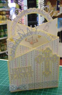 cascading concertina card instructions. Links to havingamandimoment. Lots of fun tutes/cards. -lm