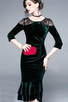 Green Short mermaid cocktail dress in velvet with black lace - Persun. White Velvet, Pink Velvet, Nice Dresses, Prom Dresses, Cheap Cocktail Dresses, Formal Wear Women, Dress Out, Green Shorts, Bodycon Dress