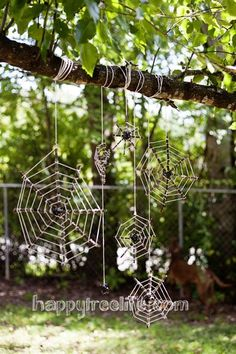 56 DIY Halloween Outdoor Decorations Ideas to Try This Year Outdoor Tree Halloween Decorations Ideas Diy Halloween Spider Web, Halloween Crafts, Halloween Decorations, Outdoor Decorations, Outdoor Halloween, Halloween Ideas, Halloween Party, Creepy Halloween, Snoopy Halloween