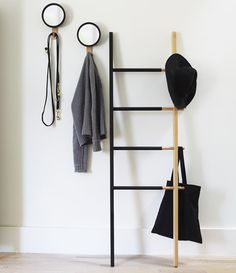 Free standing towel ladder