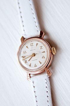 4dc13c573df Reloj de pulsera Vintage mujer VESNA   USSR mecánico reloj mujer regalo  reloj retro vestido a