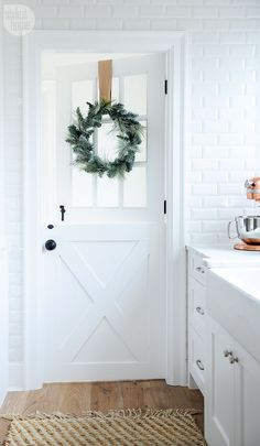 Minimalist Christmas Decor Inspiration - Brunch on Sunday Whether you live in a dorm room or a mansion, you can use minimalist Christmas decor inspiration to style your space for Christmas + the holiday season. Door Design, House Design, Minimalist Christmas, Boho Home, Up House, Christmas Home, Simple Christmas, Christmas Music, Xmas
