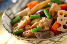 根菜がたっぷり入った、冷めてもおいしい煮物。こっくりとした深い味わいを是非。筑前煮[和食/煮もの]2011.11.21公開のレシピです。
