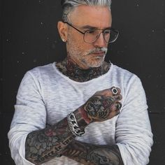 Alessandro Silverfox (@silver.fox.x) • Fotos y videos de Instagram What's Trending, Hair Today, Cool Hairstyles, Tattoos, Instagram, Hair Styles, Womens Fashion, Model, Photography