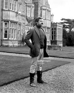 British film actor Oliver Reed , dressed in country tweed outside Broome Hall, his magnificent country mansion in Dorking, Surrey. Oliver Reed, Historical Pictures, Classic Films, New Movies, Classic Hollywood, Golden Age, Movie Tv, Tv Series, The Outsiders