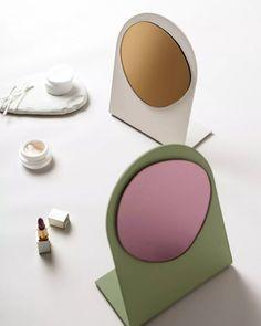 Espelhos da coleção desenvolvida pela COR e pelo Studio Edel-Stein (Foto: Alex Batista) Mirror, Beauty, Design, Home Decor, Collections Of Objects, Hot Pads, Color Combos, Mirrors, Decoration Home