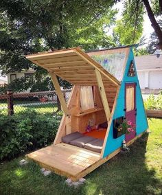 Pallet Furniture Projects Pallet playhouse - Latest interior design ideas include wooden pallets as the necessary element of their projects. New, upcoming and latest ideas are rapidly take fame in the field of pallets wood. Cubby Houses, Play Houses, Outdoor Projects, Home Projects, Pallet Projects, Outdoor Crafts, Woodworking Projects, Kids Woodworking, Backyard Projects