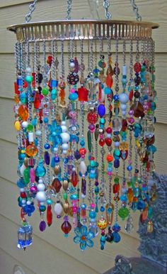 beads Adding some extra jingle and sparkle to your backyard with beaded wind chime does beautify your garden. So lets make a DIY beaded wind chime projects with some amounts of beautiful beads Fun Crafts, Diy And Crafts, Arts And Crafts, Etsy Crafts, Summer Crafts, Carillons Diy, Easy Diy, Sell Diy, Diy Wind Chimes