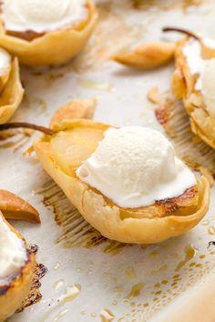Pear Dessert Recipes, Pear Recipes, Sweets Recipes, Fruit Recipes, Holiday Recipes, Fancy Desserts, Dessert Ideas, Summer Recipes, Canela