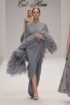 Haute Couture: tutto in uno, Women's Runway Fashion, Fashion 2018, Couture Fashion, Womens Fashion, Dress Outfits, Fashion Dresses, Elegant Dresses, Formal Dresses, Velvet Fashion