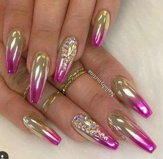 Luxury Gold Nails Designs - It`s very difficult to keep all modern fashion tendencies in the manicure industry with such a rapid changing of beauty trends, tastes and preferences! The variety of possible nail art designs can shock everybody! Gold Nail Designs, Elegant Nail Designs, Elegant Nails, Stylish Nails, Acrylic Nail Designs, Fancy Nails, Bling Nails, Gold Nails, Hallographic Nails
