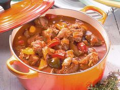 Our popular recipe for Hungarian paprika goulash and more than other free recipes on LECKER. Our popular recipe for Hungarian paprika goulash and more than other free recipes on LECKER. Veal Recipes, Goulash Recipes, Vegetarian Recipes, Cooking Recipes, Good Food, Yummy Food, Food Inspiration, Favorite Recipes, Stuffed Peppers