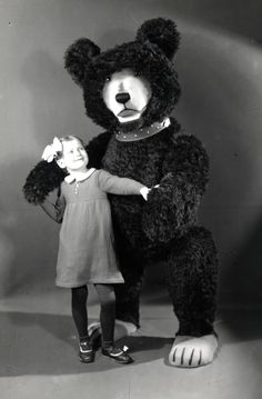 giant Steiff bear with an admirer. AND WHO THOUGHT THIS WASN'T CREEPY!!!!!