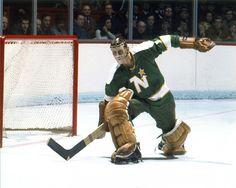 Gilles Gilbert Nhl, Minnesota North Stars, Goalie Mask, Hockey Goalie, Best Masks, Old School, Philadelphia, Baseball Cards, Classic