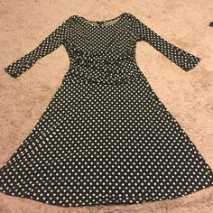 Pretty green & white polka dot dress size 8❤️ Gently used but in great condition! Size 8, soft stretchy material, 38 inches long. 26 inch waist, 17 inch bust arm pit to arm pit. 95 percent polyester with 5 percent spandex! Has ruched material at waist, sides, and shoulders. Dresses
