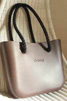 O bag - widziałam babkę w barze mlecznym z tą torbą :) My Bags, Purses And Bags, Sac Week End, Louis Vuitton Designer, Kipling Bags, Cross Body Handbags, Fashion Handbags, Bag Accessories, Leather Bag
