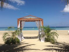 Why choose any other wedding destination #jamaica #couplesresorts http://c.oupl.es/1hCAcQK