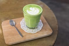 Learn how easy it is to make a Starbucks Green Tea Latte at home with only a few ingredients and your tassimo coffee machine. Matcha Green Tea Latte, Matcha Green Tea Powder, Healthy Coffee Drinks, Tassimo Coffee, Few Ingredients, Morning Coffee, Starbucks Green, Coffee Machine, Islam